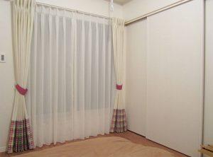 柄物のカーテンを裾にだけ使ったカーテン