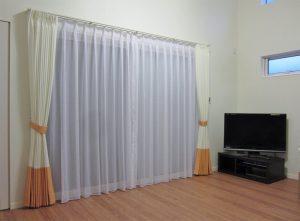 お部屋のイメージに合わせた切替のカーテン