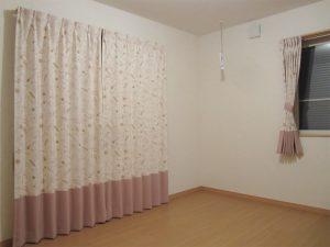 柄物のカーテン