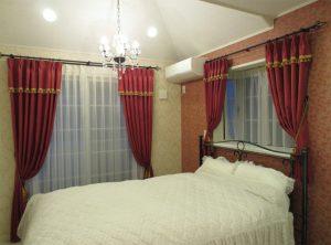 ゴージャス感漂うベッドルーム