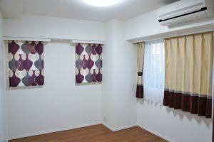 パープルの「マラガ」と3色切替のカーテン